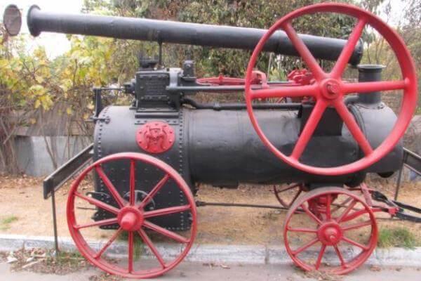 primer tractor de vapor