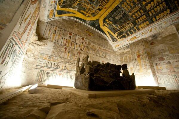 quién descubrió el valle de los reyes Egipto